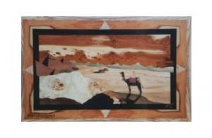 Vue du désert avec pyramides et un touareg sur son chameau