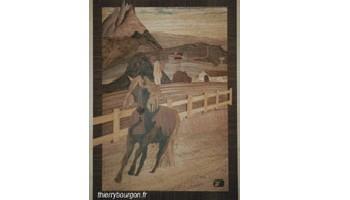 Marqueterie représentant un cheval au galop, derrière des montagnes et un village
